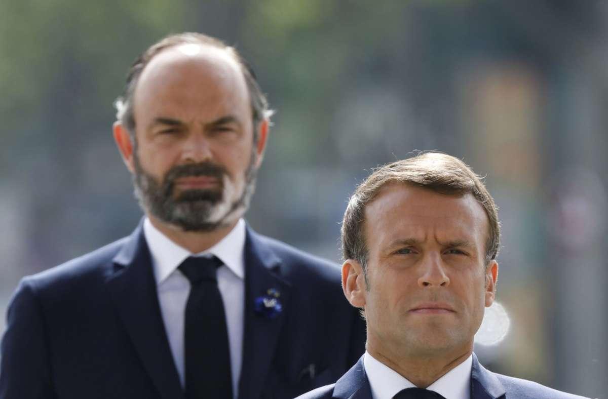 Emmanuel Macron (vorne rechts) auf diesem Bild mit seinem alten Premierminister Èdourd Philippe. Foto: AP/Charles Platiau