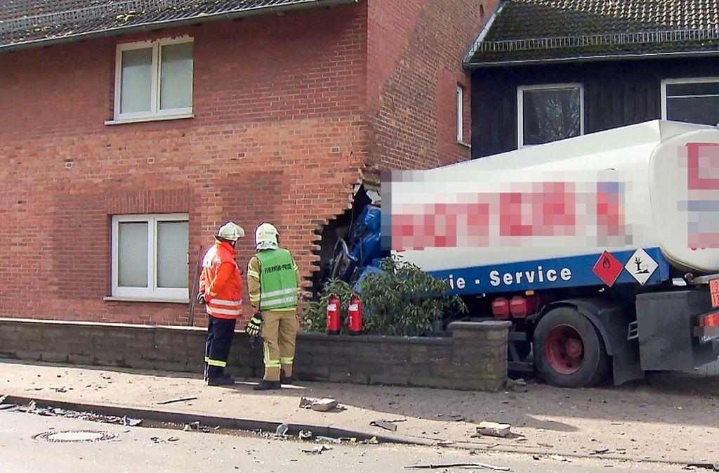 Bei dem Unfall kamen zwei Menschen ums Leben. Foto: dpa/Hannoverreporter