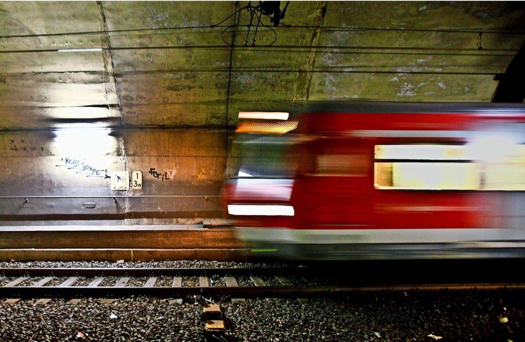 Die Manager der Bahn feiern, dass die S-Bahnen pünktlicher geworden seien. Foto: Lichtgut/Leif Piechowski