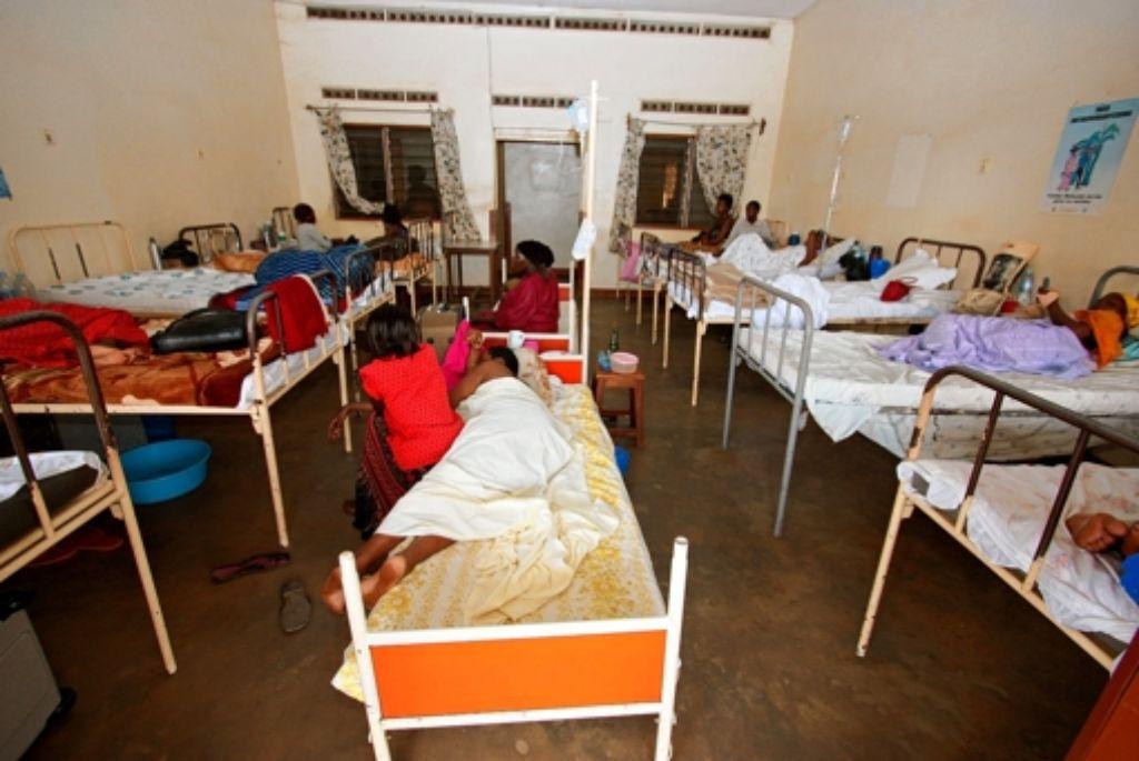 Wenig Komfort bieten die Krankenzimmer im Rubaga-Hospital in Uganda. Foto: privat