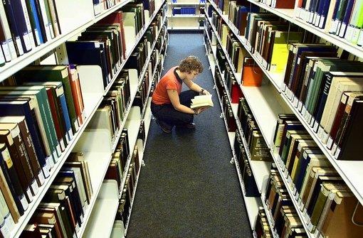 Im Zwiespalt: Studierende sollen alles lesen und trotzdem eigene Gedanken entwickeln. Foto: dapd
