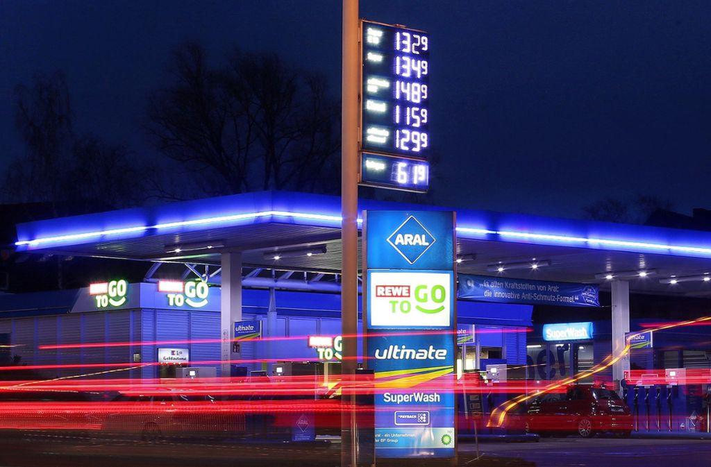 An Deutschlands Tankstellen tobt weiterhin ein Preiskampf. Foto: dpa
