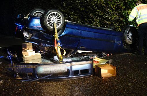 Betrunkener Stuttgarter schanzt mit BMW über Böschung