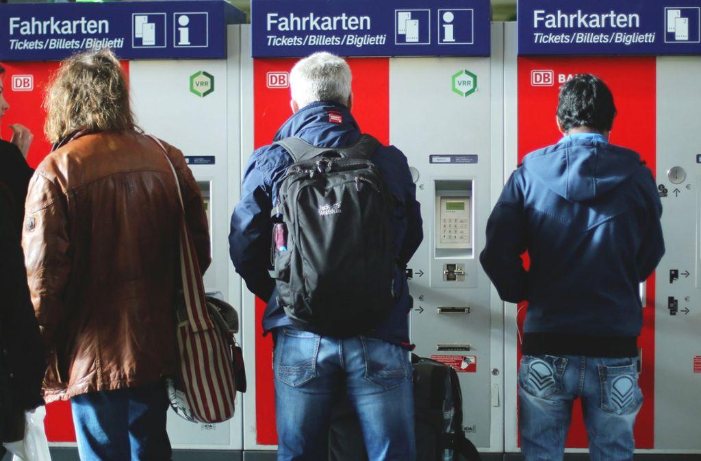 Wer ein Zugticket kaufen will, muss künftig etwas tiefer in die Tasche greifen (Symbolbild). Foto: dpa