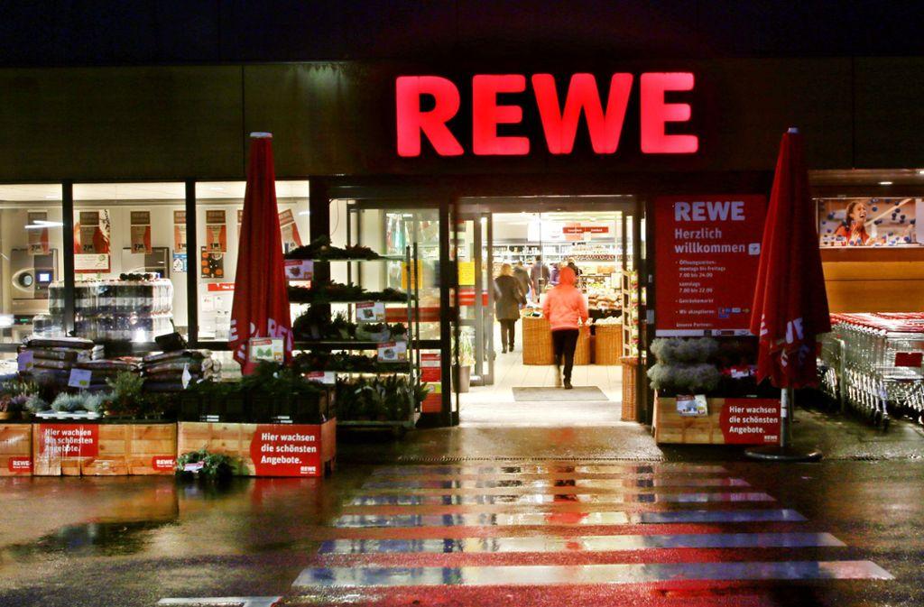 Rewe ruft ein Pasta-Produkt zurück. Foto: dpa/Roland Weihrauch