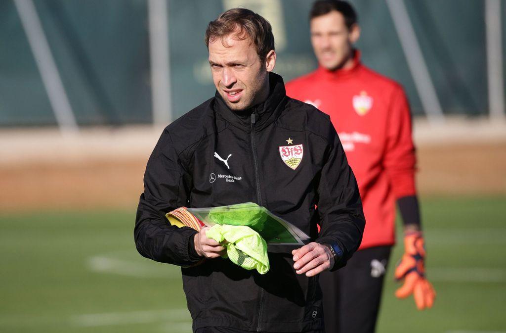 Seine Zukunft beim VfB Stuttgart  ist derzeit noch offen: Andreas Hinkel, der Trainer des abstiegsbedrohten Regionalligateams. Foto: Baumann