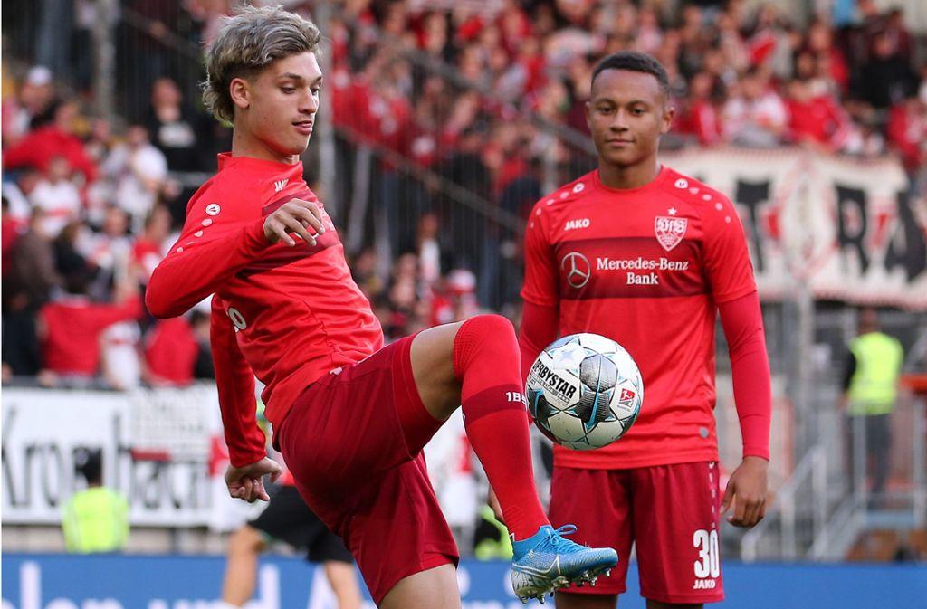 Die VfB-Talente um Roberto Massimo und Matoe Klimowicz (li.) hängen in der Warteschleife. Foto: Pressefoto Baumann
