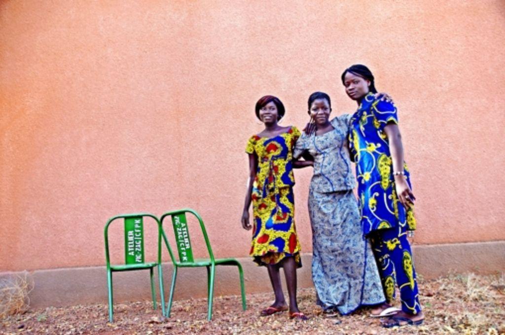 In nur vier Tagen haben die Frauen und Mädchen von Zic-Zac  ihre Kleider entworfen und genäht. Für die Choreografie zur Modenschau haben sie dann zwei Tage geübt. Foto: Wiest