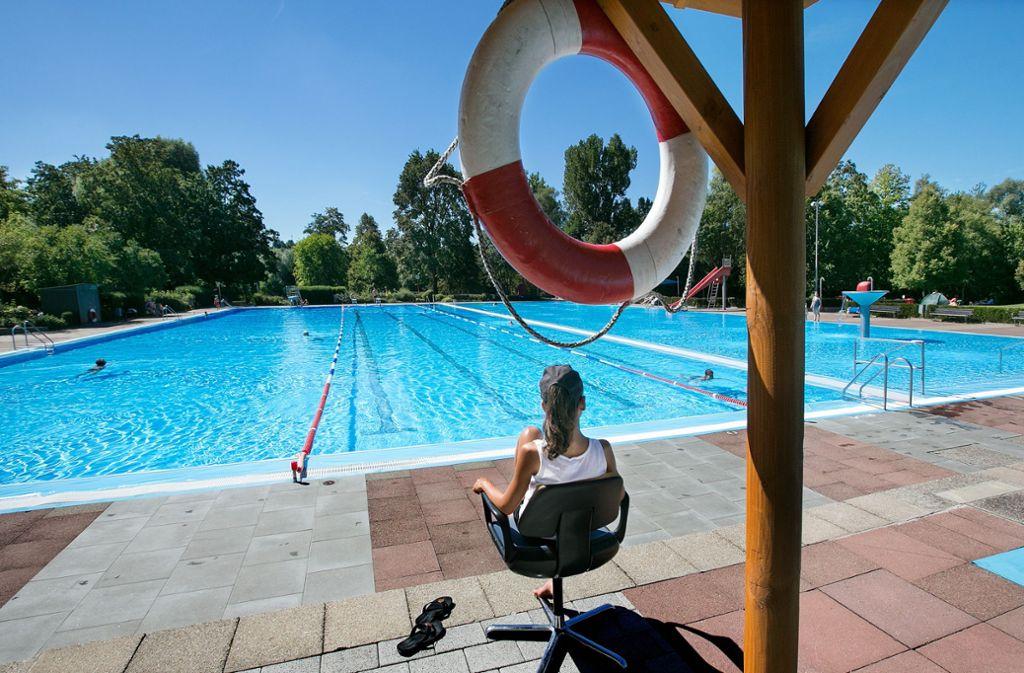 Hier kommt Urlaubsfeeling auf. Das Wernauer Freibad ist eines von 14 Schwimmbädern im Landkreis Esslingen. In unserer Bilderstrecke und unserer Karte finden Sie alle Infos zu den Bademöglichkeiten. Foto: Horst Rudel