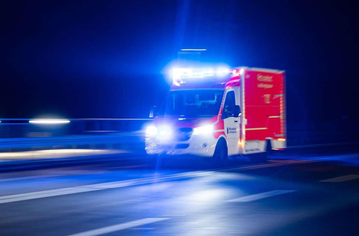 Die Rettungskräfte waren in der Nacht zum Samstag in Weilheim gleich mehrfach gefordert (Symbolfoto). Foto: picture alliance/dpa/Marcel Kusch