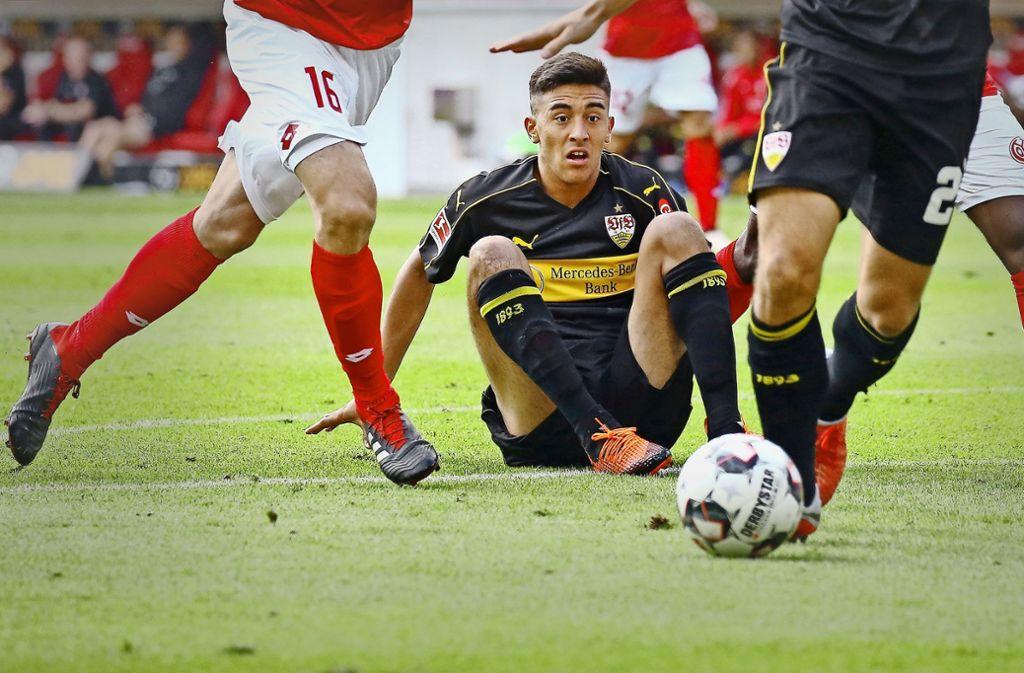 Neuzugang Nicolas Gonzalez  hat den Durchblick – beim gesamten Team des VfB Stuttgart war das in Mainz anders Foto: Baumann