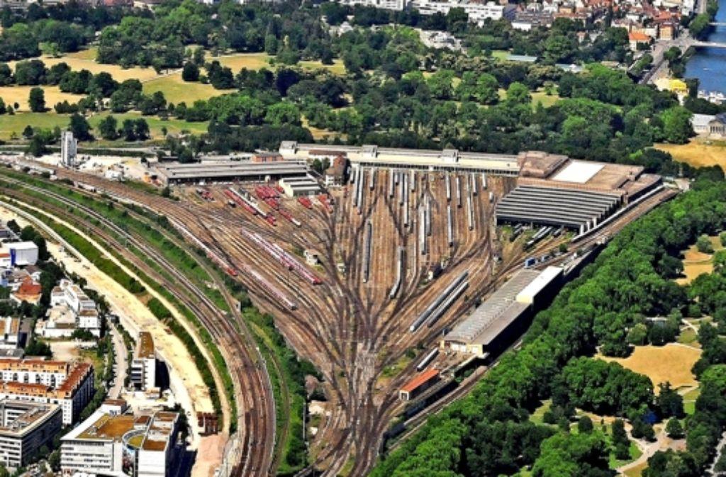 Auf dem Gleisvorfeld und im Wartungsbahnhof sollen Wohnungen entstehen. Foto: