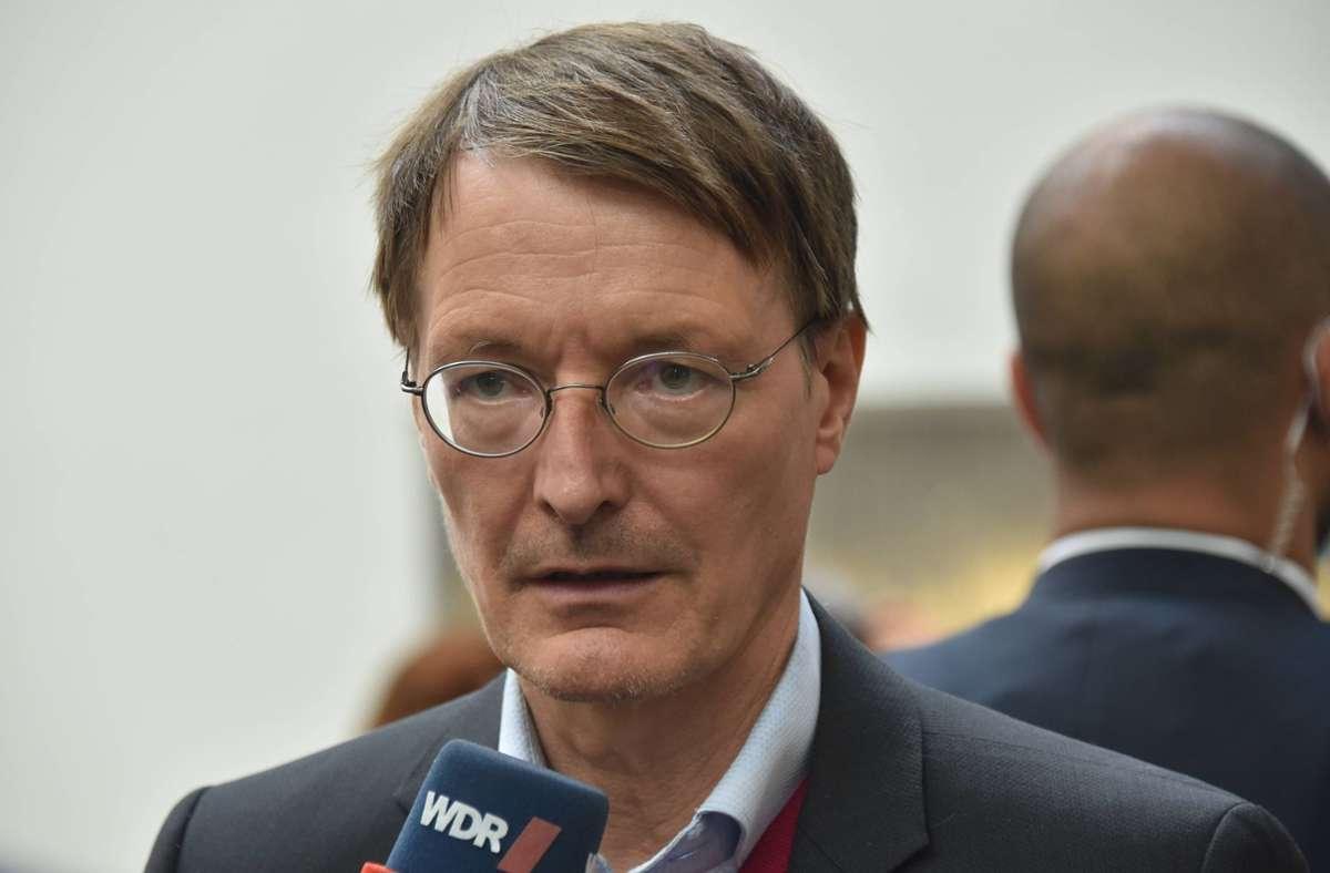 Karl Lauterbach will vorerst keine vollen Stadien in Deutschland. Foto: imago images/Horst Galuschka/Horst Galuschka via www.imago-images.de