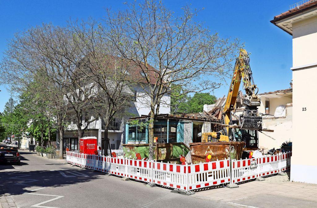 Korntals einzige Eisdiele an der Johannes-Daur-Straße 23/2 wurde abgerissen. Sie befand sich in einem Anbau an das Eckgebäude Nummer 23, wo heute ein Laden für Dekoartikel ist. Foto: factum/Simon Granville