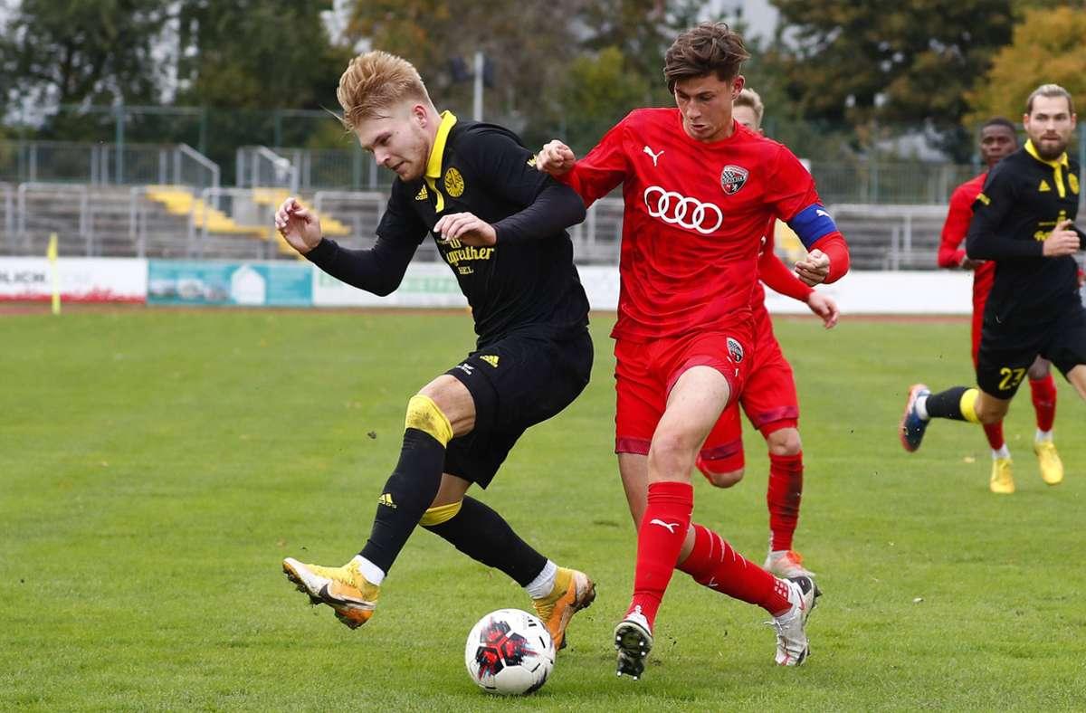 Paul Polauke (re.), Kapitän des FC Ingolstadt II, verstärkt die Defensive der Kickers. Foto: imago/Peter Kolb