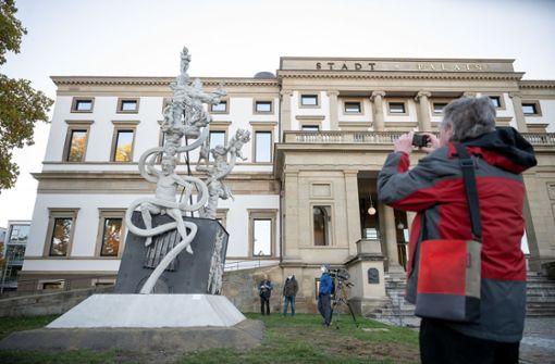 Aufreger-Denkmal zu Milliardenprojekt vor dem Stadtpalais  aufgestellt