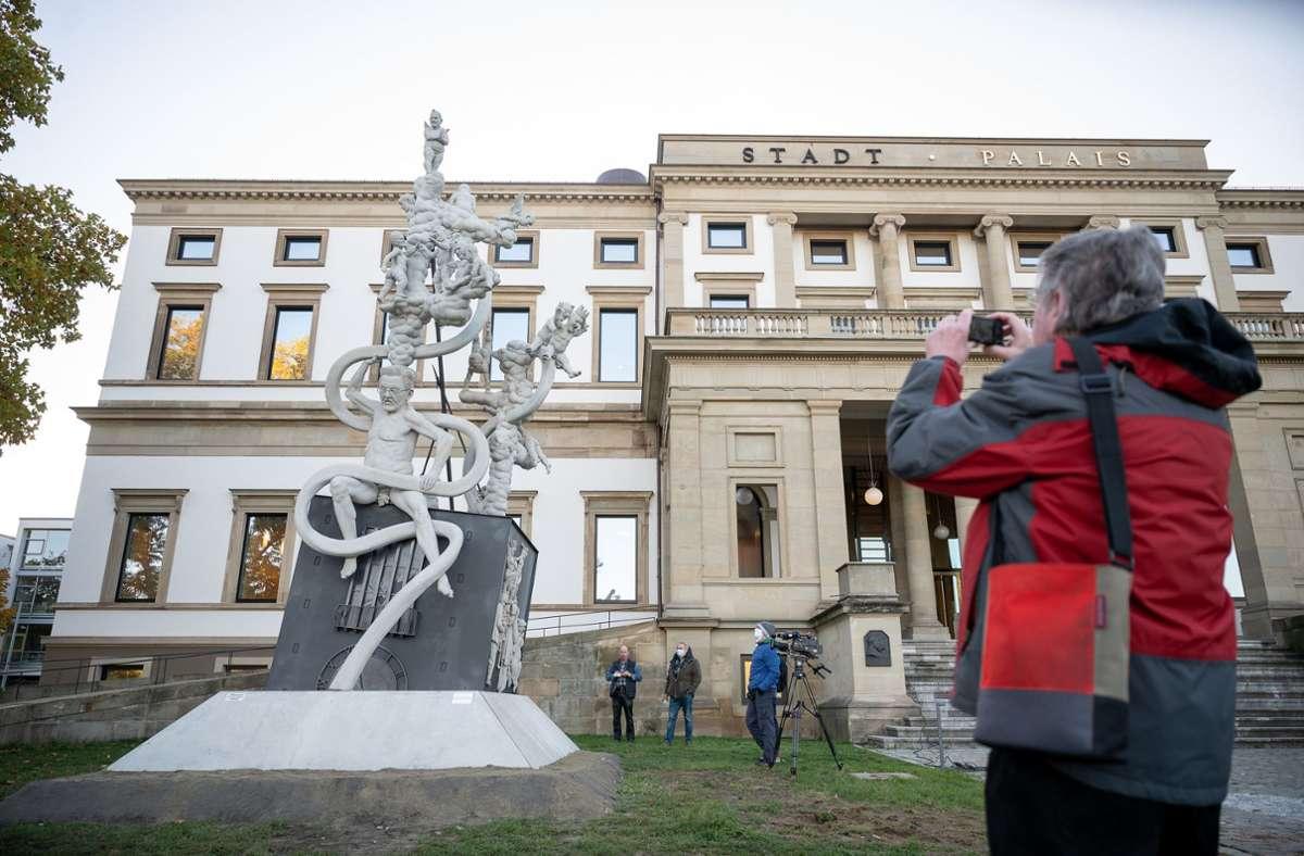 3500 Arbeitsstunden stecken in der Skulptur. Foto: dpa/Sebastian Gollnow