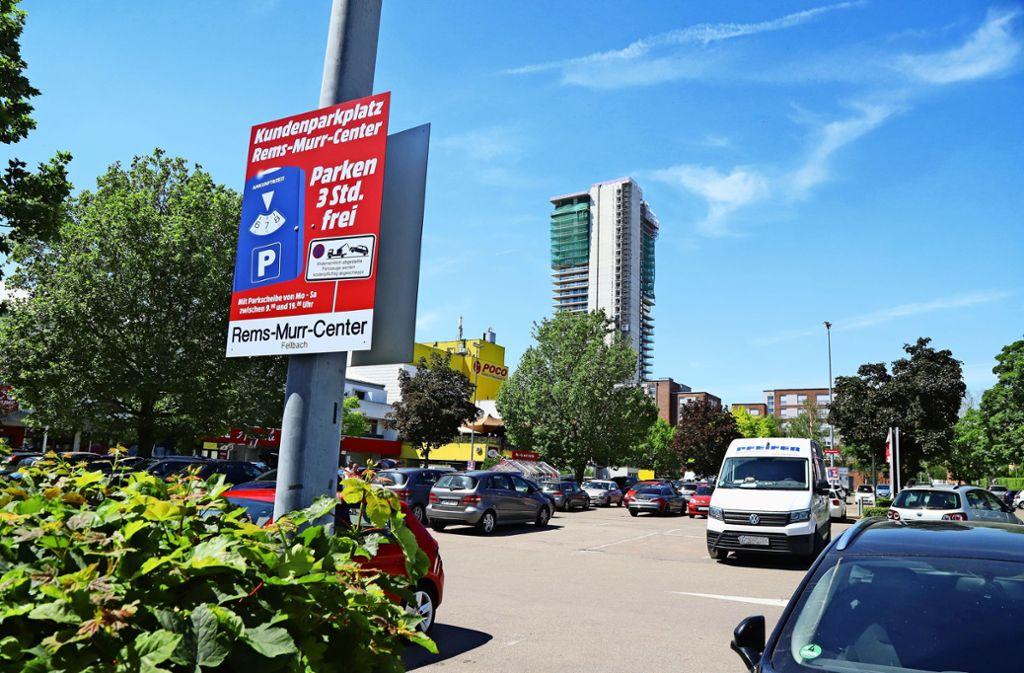 Schon jetzt kämpft das  Rems-Murr-Center mit einer Drei-Stunden-Regelung gegen  Dauerparker. Foto: Patricia Sigerist/Archiv