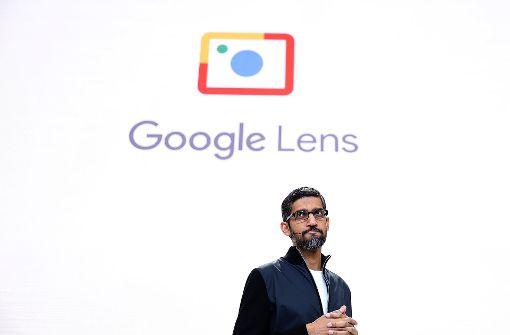 Google-Chef Sundar Pichai präsentiert auf Googles Entwicklerkonferenz auch den Fotodienst Google Lens. Foto: Getty Images