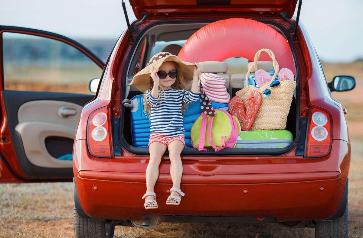 Anreise mit  dem eigenen Auto und Urlaub auf dem Campingplatz oder in einer Ferienwohnung sind in Corona-Zeiten besonders beliebt. Foto: obs/CosmosDirekt