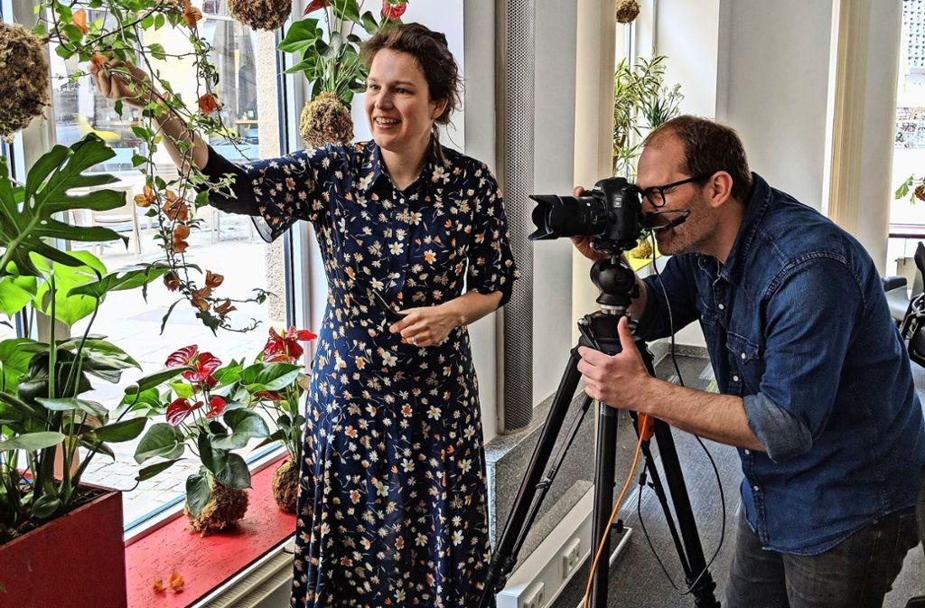 Miriam Köpf und der Fotograf Stefan Hohloch im Stadtleben-Büro Foto: Jürgen Brand