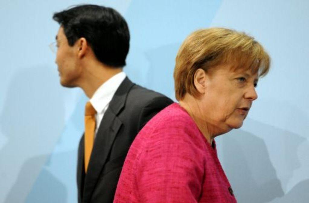 Bundeskanzlerin Angela Merkel (CDU) und Wirtschaftsminister Philipp Rösler (FDP) Foto: dpa