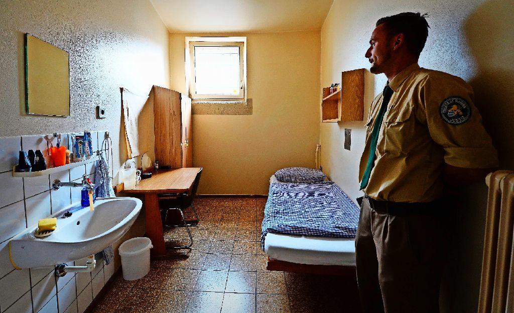 In so einer Zelle wird Uli Hoeneß die nächsten Jahre wohnen. Foto: AFP