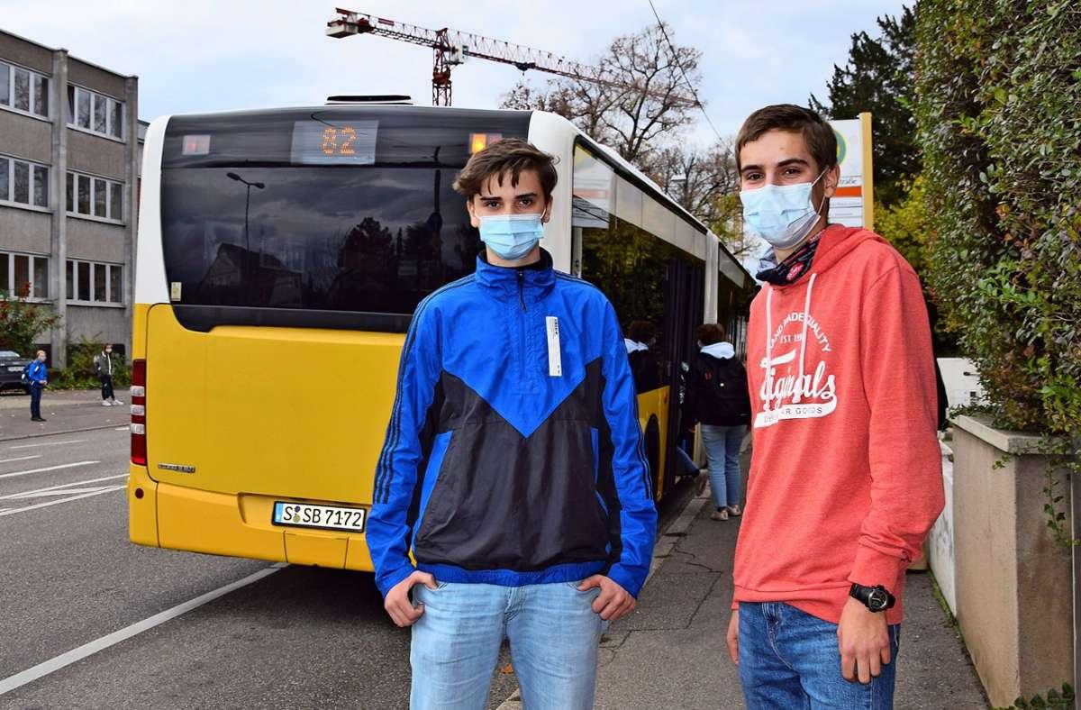 Ruben Schäfauer (links) und Tobias von Campe engagieren sich im Vaihinger Jugendrat. Das Gremium fordert unter anderem bessere Busverbindungen für Schüler. Foto: Kratz