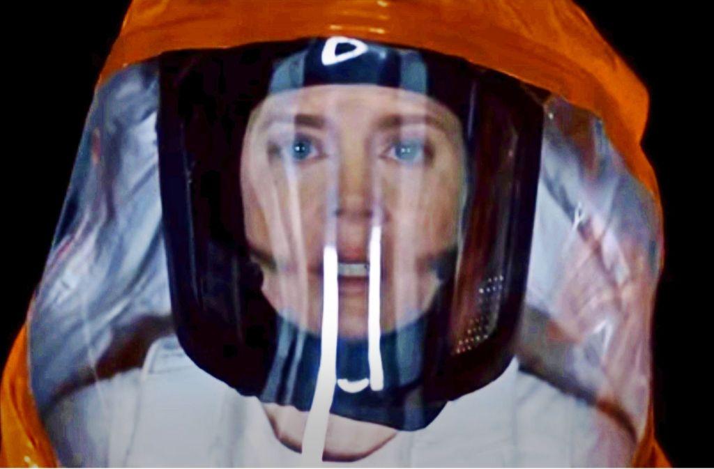 Die Linguistin Louise Banks (Amy Adams) versucht, friedlichen Kontakt zu Aliens herzustellen. Foto: Sony Pictures