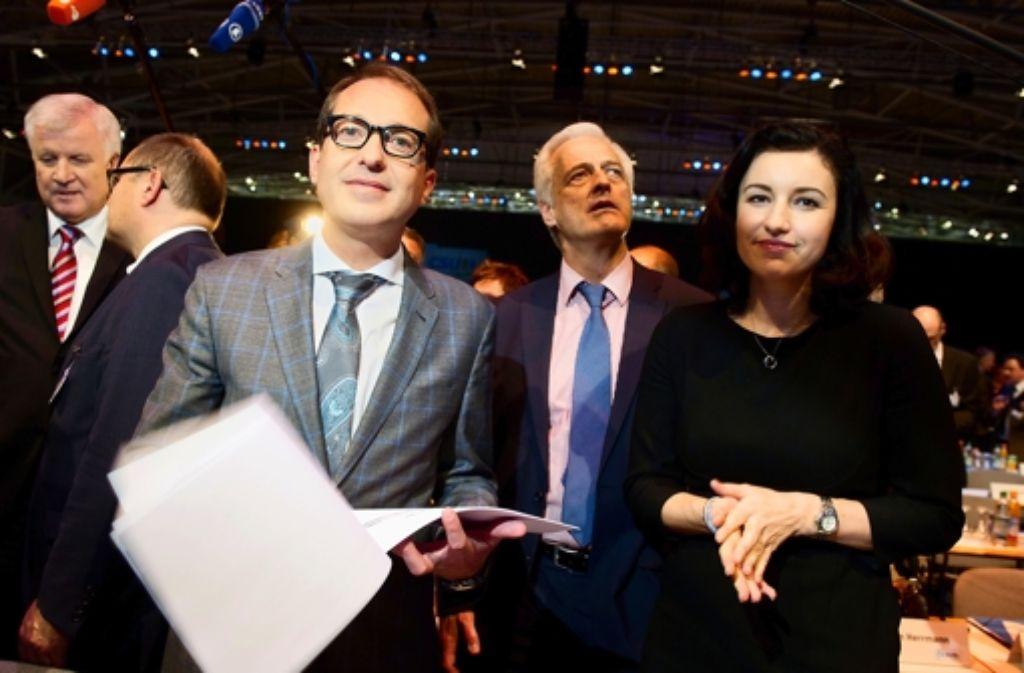 Horst Seehofer beansprucht zwar drei Posten im  Bundeskabinett,  aber nur Alexander Dobrindt steht  in seiner Gunst. Foto: dpa