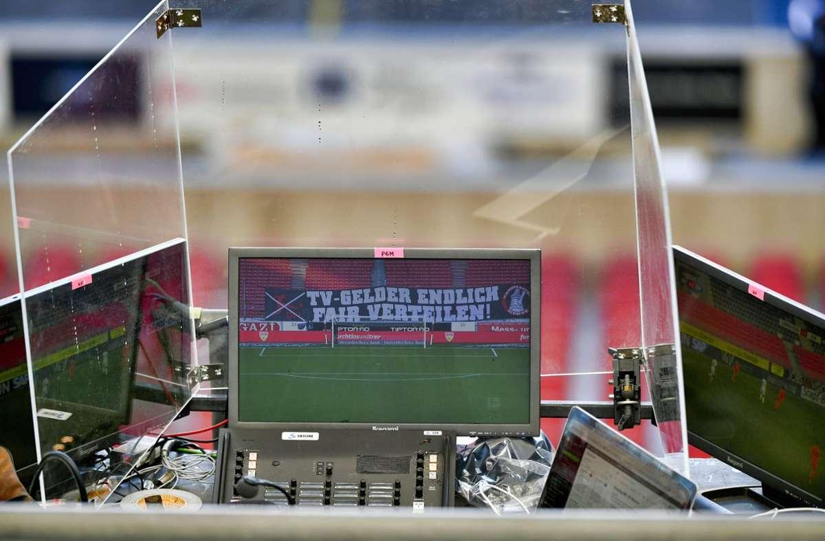 Künftig werden mindestens 50 Prozent der Einnahmen aus den nationalen TV-Geldern gleichmäßig auf die Vereine verteilt (Symbolbild). Foto: Michael Weber/IMAGEPOWER/Pool