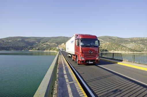 Nach elf Monaten 2012 erreichte Daimler   einen Absatz von 424000 Lastwagen. Im Bild das Premiummodell Actros. Foto: Daimler