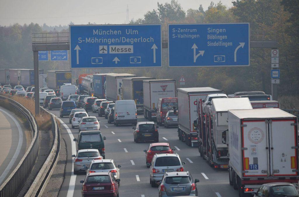 Stau am Autobahnkreuz Stuttgart gibt es häufiger; diesmal sind Marmorplatten, die von einem Lkw gerutscht sind, der Grund. (Archivbild) Foto: 7aktuell.de/Oskar Eyb