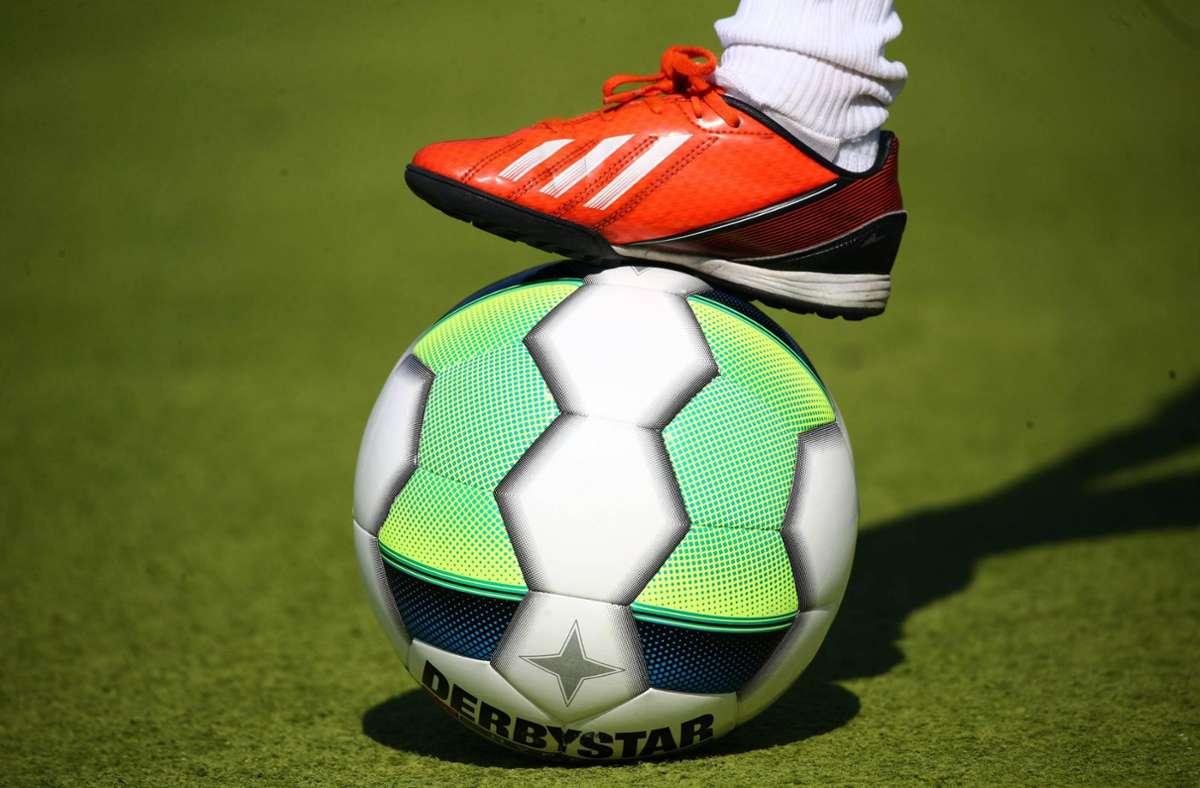 Bei einem Fußballspiel in Sigmaringen kam es zu einer Schlägerei. (Symbolbild) Foto: imago images/Deutzmann