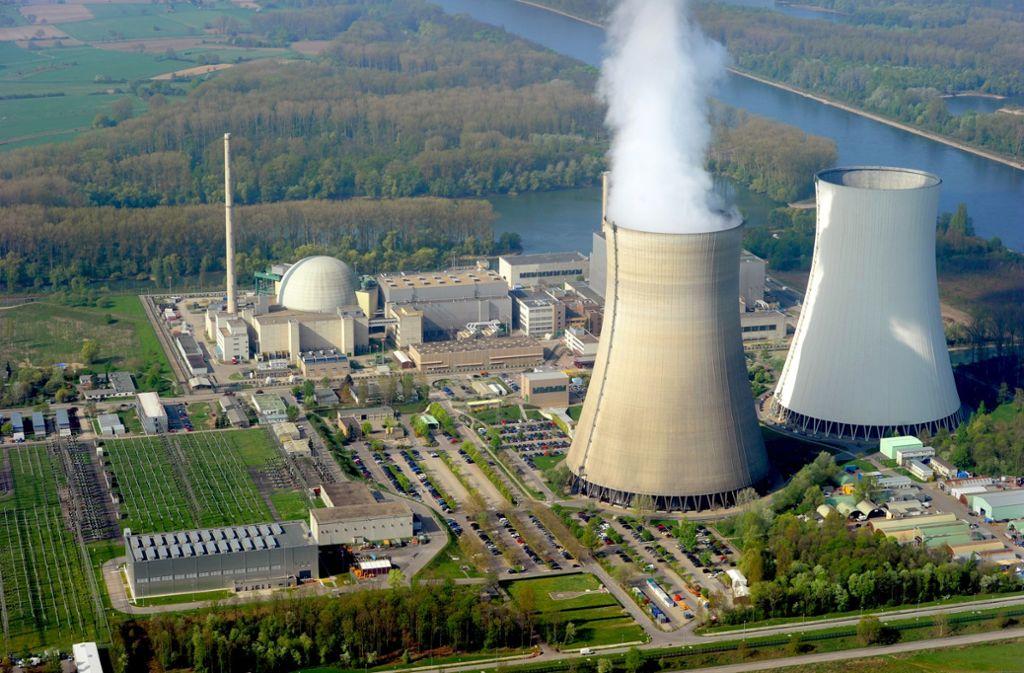 Das von EnBW betriebene Kernkraftwerk Philippsburg – im Bild die Kühltürme –  soll bis Ende des Jahres endgültig die Stromproduktion einstellen. Foto: dpa