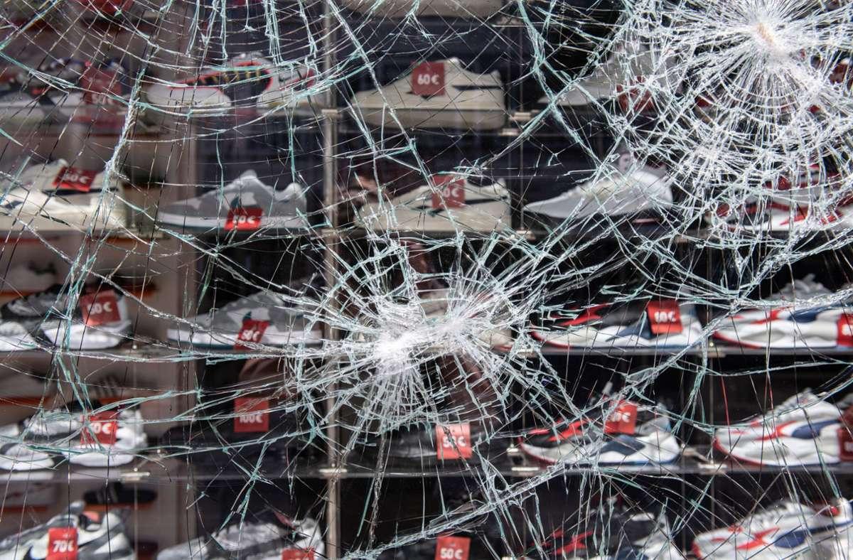 In der Nacht zum 21. Juni 2020 sind 41 Ladengeschäfte teils zerstört und geplündert worden. Ein 18-Jähriger aus dem Kreis Böblingen stand deshalb nun vor dem Amtsgericht Böblingen. Foto: dpa/Silas Stein