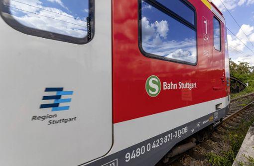 Betrunkener läuft im Gleisbereich und wird von S-Bahn erfasst