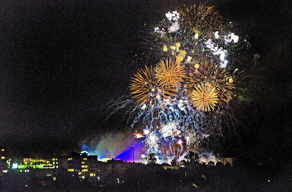 Farbenprächtig sollen die Feuerwerke sein, aber auch genau zur Musik passen. Foto: Rudel