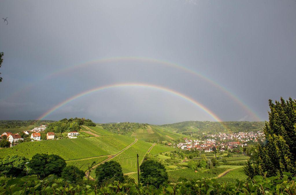 In Stuttgart und Region war nach einem heftigen Gewitter am Donnerstagabend ein doppelter Regenbogen zu sehen. Ein Spektakel, das so nicht häufig vorkommt. In unserer Galerie haben wir die schönsten Bilder zusammengestellt. Klicken Sie sich durch. Foto: 7aktuell.de/Simon Adomat