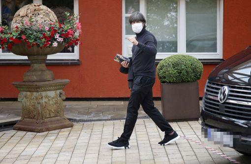 DFB-Tross um Joachim Löw in Stuttgart eingetroffen