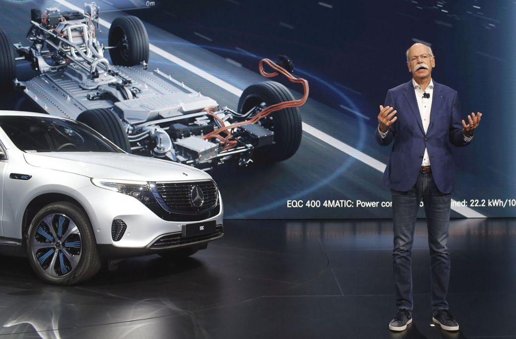 Dieter Zetsche stellte auf dem Pariser Autosalon den neuen Mercedes EQC vor. Foto: AP