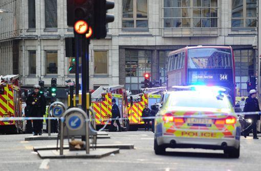 Angreifer ersticht zwei Menschen und wird erschossen