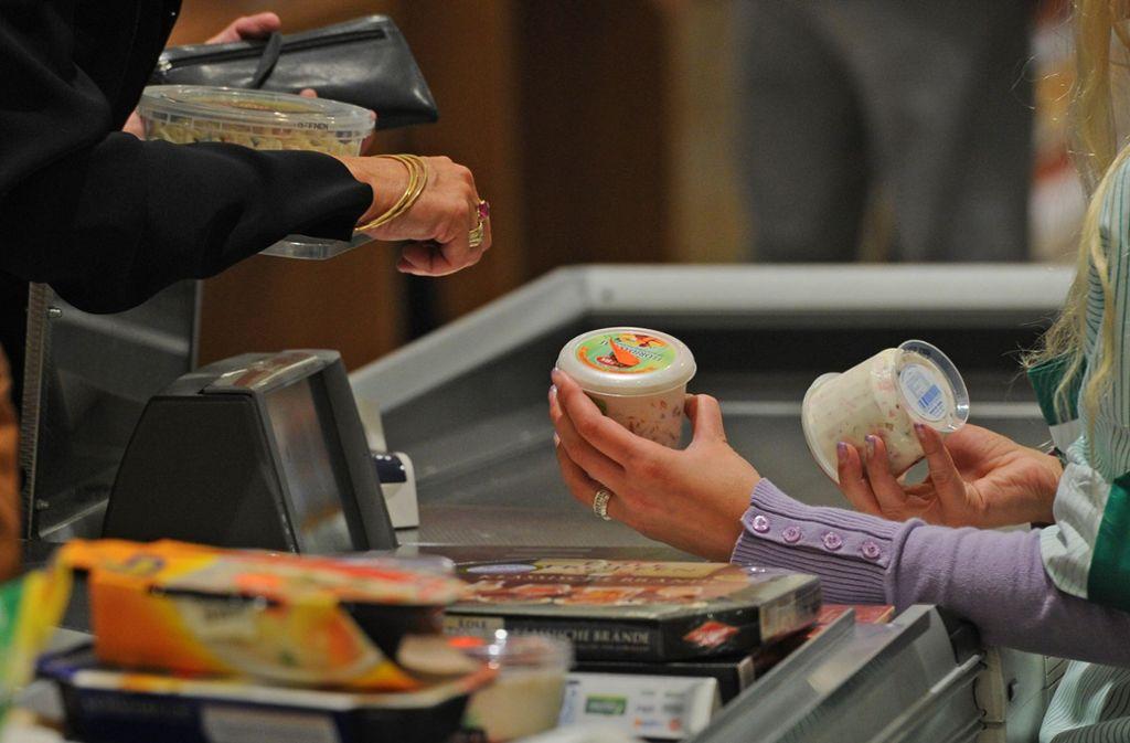 Um die Ausbreitung des Coronavirus einzudämmen, ergreifen auch die Supermärkte in Deutschland allerhand Maßnahmen (Symbolbild). Foto: dpa/Jens Kalaene