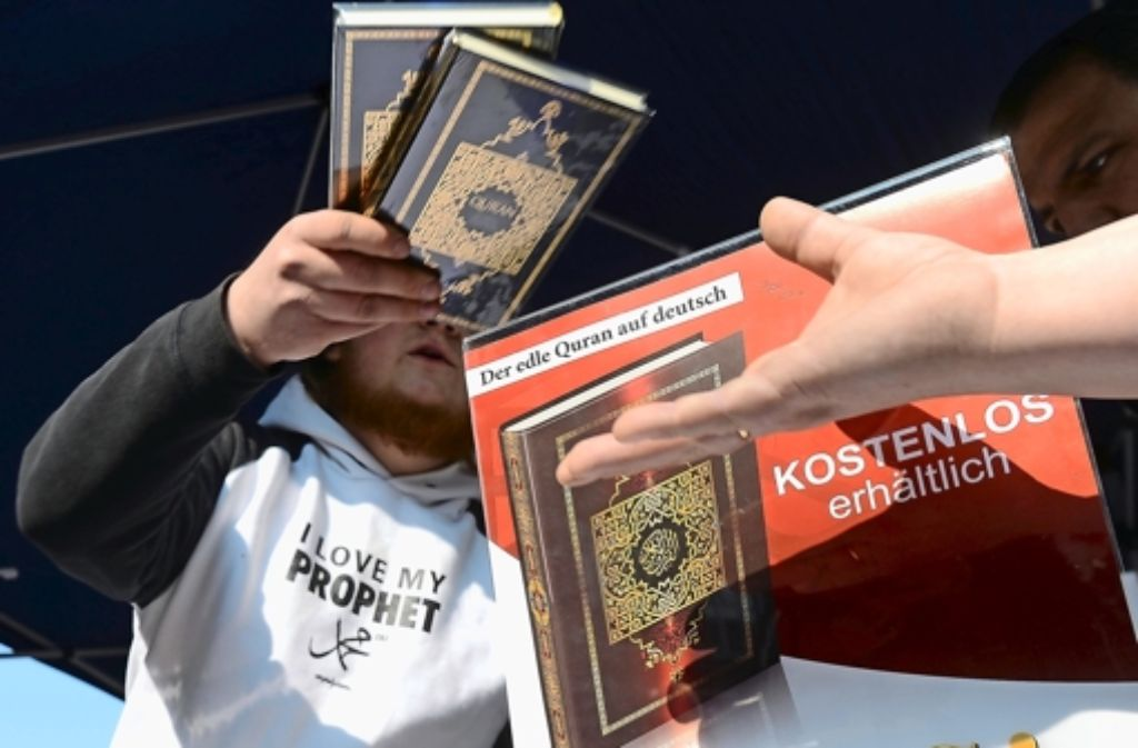 Der Verfassungsschutz hat den Islamismus im Visier. Laut dem aktuellen Bericht gibt es rund 550 Salafisten in Baden-Württemberg. (Archivfoto) Foto: dpa