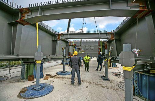 Neue Stahlkonstruktion für Hanns-Martin-Schleyer-Brücke nimmt Form an