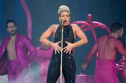 Die US-Sängerin feuert ein Show-Feuerwerk ab