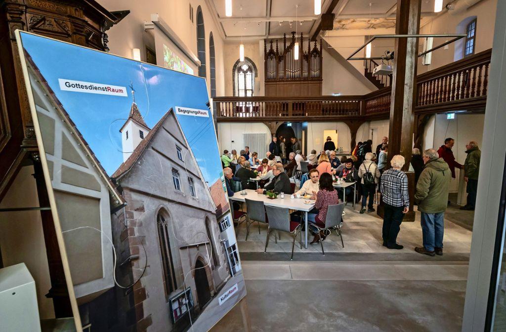 Wohnzimmeratmosphäre in der Kirche: viele Bürger  kommen ins Spitalcafé. Foto: factum/Weise