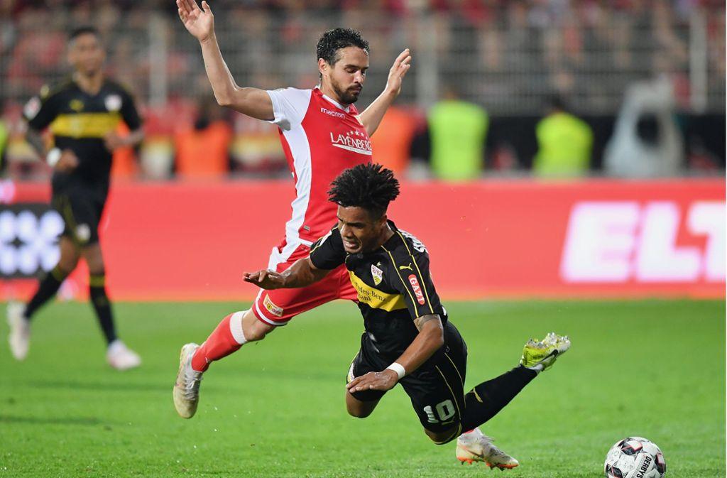 Daniel Didavi fällt – und mit ihm der VfB Stuttgart. Jetzt geht es in die zweite Liga. Foto: Getty