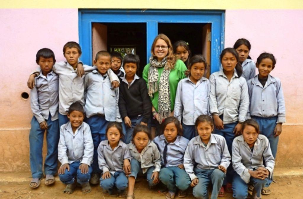 Maike Rees inmitten ihrer Schüler. Foto: privat