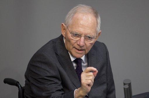 Morgens im Bundestag in Berlin, abends in Stuttgart: Wolfgang Schäuble wirbt für die verlängerten Griechenland-Hilfen. Foto: AP